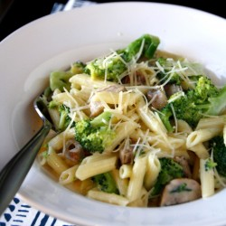 Cheesy Penne with Broccoli and Chicken Sausage