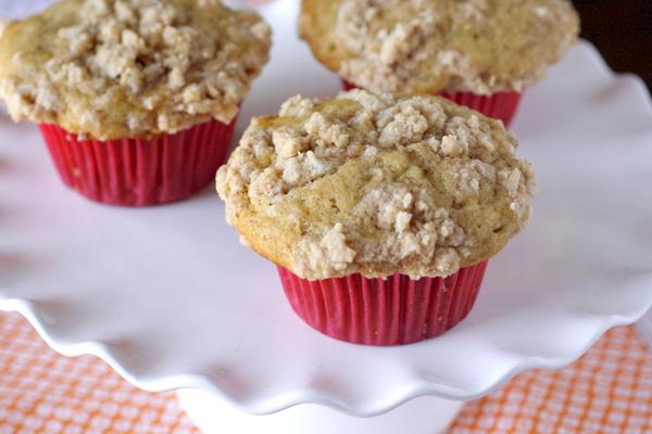 Cinnamon Crumb Banana Muffins