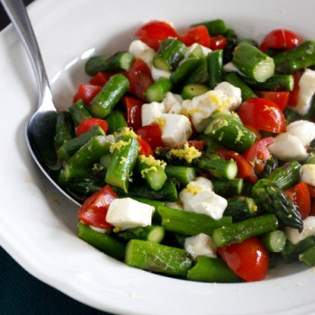 Asparagus with Cherry Tomatoes and Fresh Mozzarella